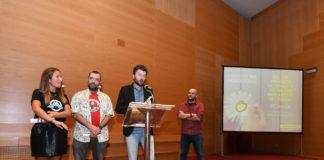 Pablo López, director de GCiencia, recolle o Premio Mil Primaveras.