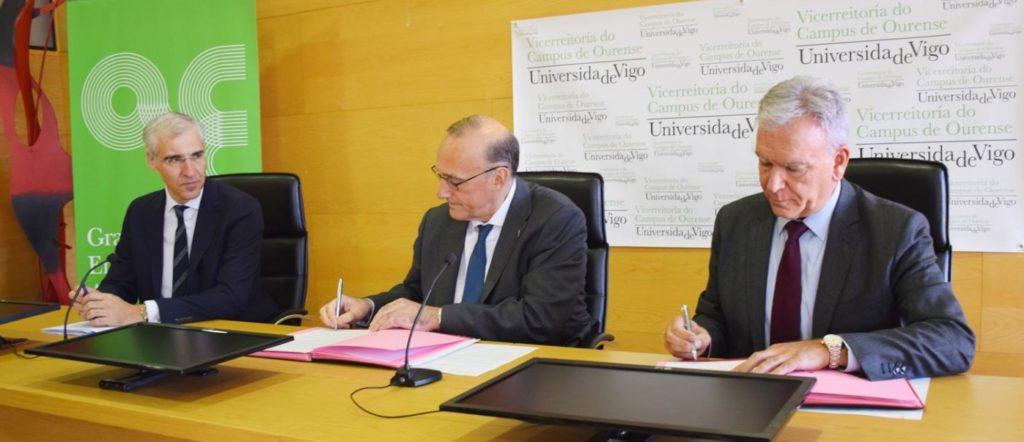 Francisco Conde, Manuel Reigosa e José Enrique Román, na sinatura do acordo. Foto: Duvi.