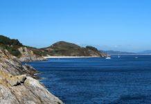 Praia de Melide vista dende a punta do Castelo, na illa de Ons. Foto: Miguel Branco / CC BY-SA 4.0.