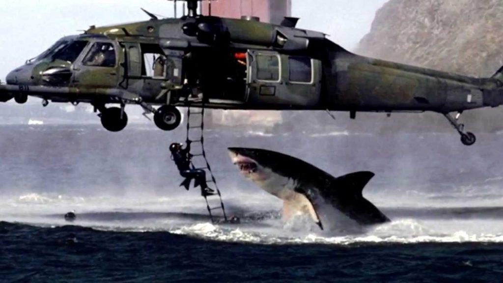 Esta imaxe dun suposto tiburón atacando a un rescatador é outra das fotografías falsas máis famosas que circulan pola rede.