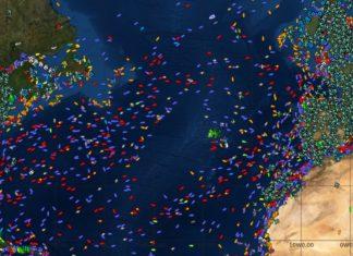 A forza do furacán Lorenzo está a provocar que unha área de miles de quilómetros cadrados de océano estean sendo evitados por barcos e avións. Fonte: localizatodo.com.