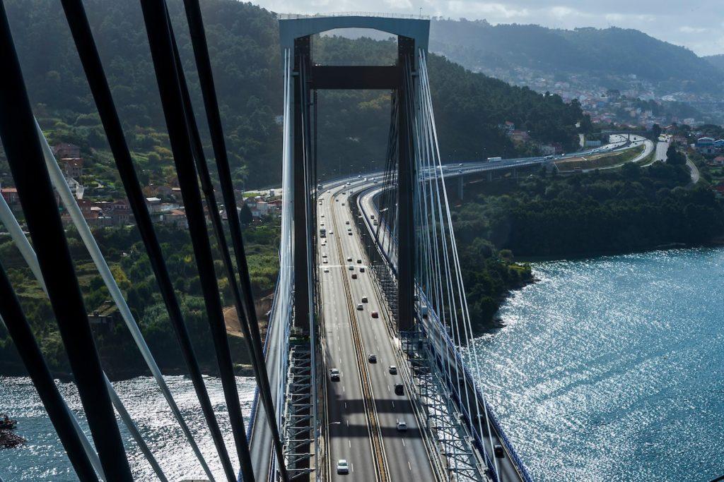 A ponte de Rande, na ría de Vigo. O formigón supón unha boa parte do peso dos materiais construídos polos humanos no planeta.