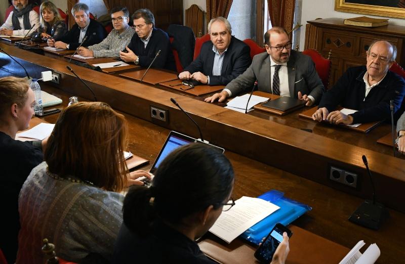 A reunión celebrada en San Xerome estivo presidida polo reitor da USC. Foto: Santi Alvite.