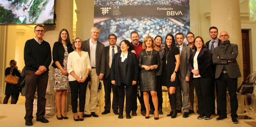 Nieves R. Brisaboa, con representantes da UDC e compañeiros da Facultade de Informática. Foto: udc.gal.