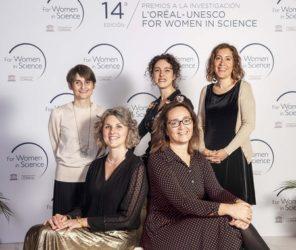 Patricia, á esquerda, xunto ás compañeiras tamén premiadas por L'Oreal. Foto: Paco Nuevo / L'Oreal España.