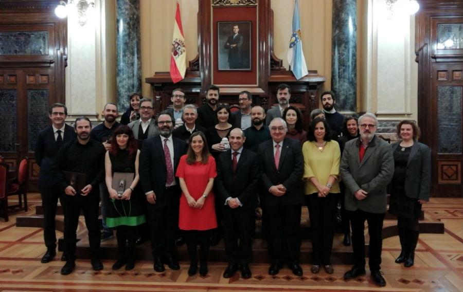 Foto de familia dos galardoados, o xurado e as autoridades participantes na entrega dos Prismas 2019.