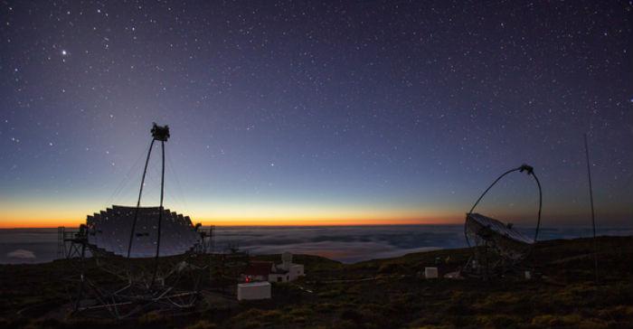 Telescopios MAGIC no Observatorio do Roque de los Muchachos. Créditos: Daniel López/IAC.