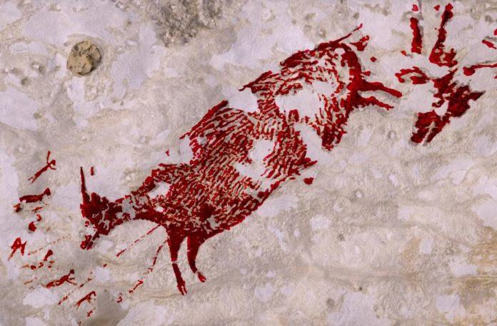 Silueta retocada dixitalmente dun dos animais retratados na pintura rupestre atopada nas Célebes. Fonte: Griffith University.