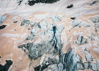 Glaciares dos Alpes do Sur, tinguidos de vermello. Foto: Liz Carlson.