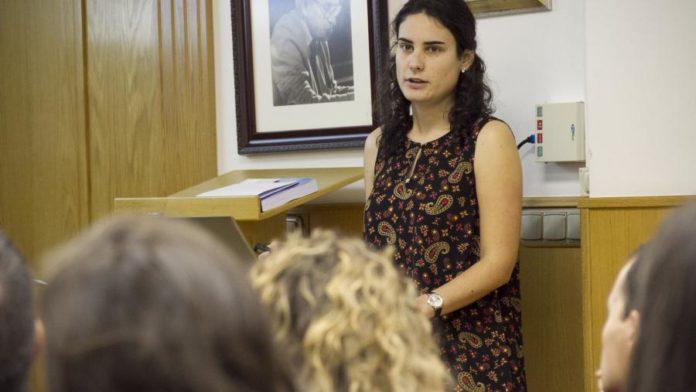 Rita García Seoane, na lectura da súa tese. Foto: USC.