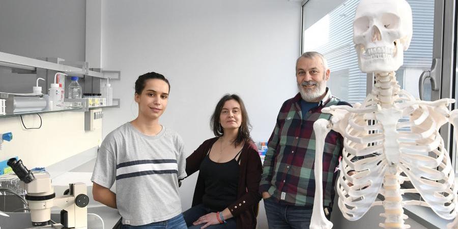 Noemí Álvarez Fernández, Olalla López Costas e Antonio Martínez Cortizas. Foto: Santi Alvite.