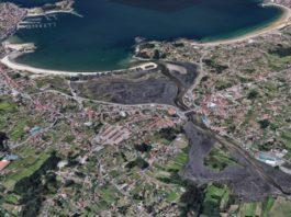 Desembocadura e foz do Miñor, onde se concentran os problemas de contaminación fecal. Á esquerda, praia de Ladeira e Baiona e á dereita, Praia América. Fonte: Google Maps.