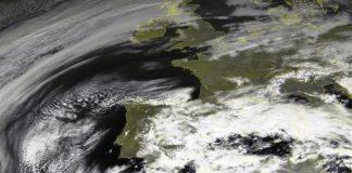 O corredor formado entre a borrasca Gloria e o anticiclón ao noroeste de Galicia deixará fortes ventos no comezo de semana. Fonte: MeteoGalicia / Eumetsat.