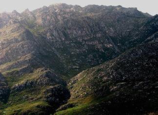 O macizo do Pindo, desde o leste. Fonte: Norte/CC BY-SA 2.0.
