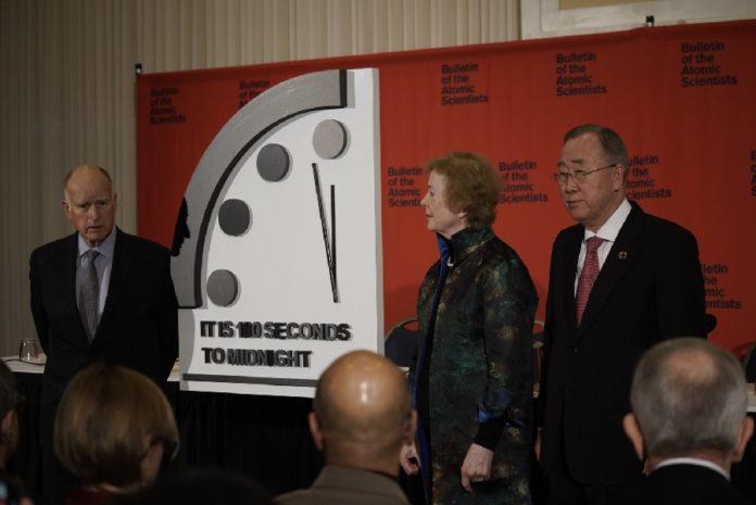 Rolda de prensa na que se anunciou que o reloxo está a só 100 segundos da medianoite. Fonte: thebulletin.org.