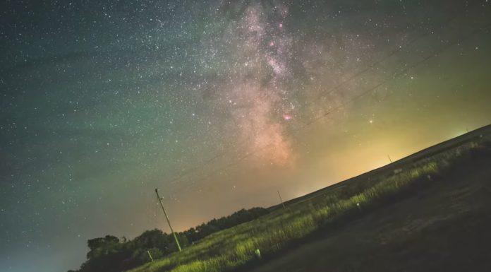 Un dos fotogramas do vídeo sobre a rotación da Terra realizado por Aryeh Niremberg.