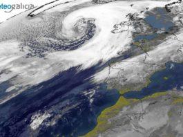 Imaxe de satélite da mañá do luns, co temporal ao oeste das Illas Británicas. Fonte: Eumetsat.