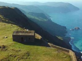 Cantís de Vixía Herbeira, unha das paisaxes que amosan a riqueza xeolóxica de Galicia. Fonte: Xeoclip.