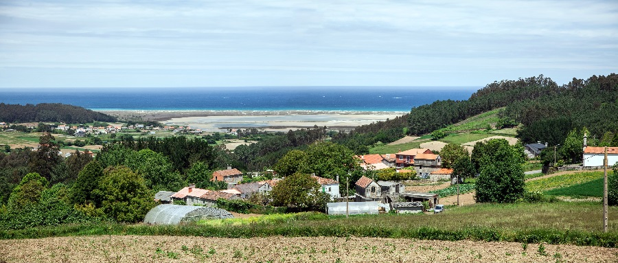Panorámica do val de Baldaio, coa marisma e o mar ao fondo. Foto: Concello de Carballo.