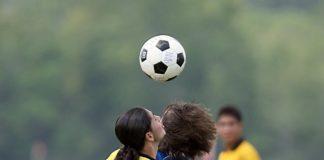 As recomendacións limitan os remates de cabeza no fútbol base.