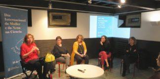 Elena Vázquez Abal, Rosana Malvar, Carme Fouces, Xana Álvarez e Peregrina Quintela, na mesa redonda. Foto: E.R.
