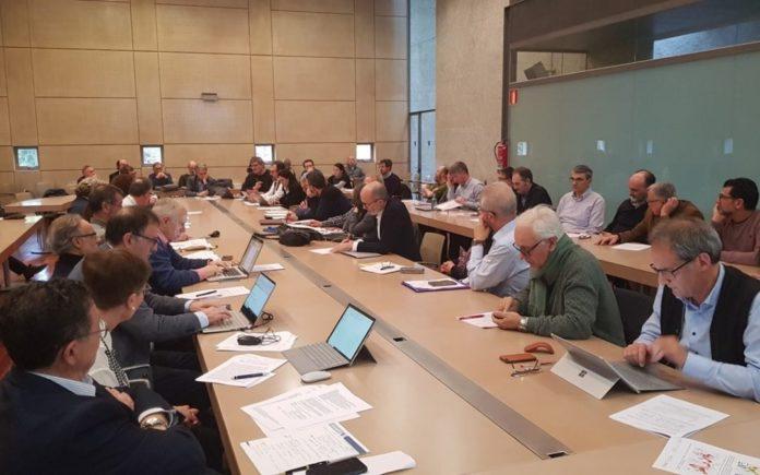 Reunión convocada pola RAGC para analizar o informe sobre a produción científica en Galicia. Foto: ragc.gal.
