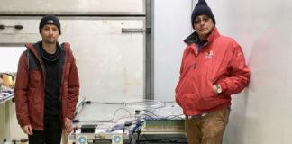 Damián García e Juan A. Garzón, co detector de raios cósmicos TRISTAN na Antártida. Foto: IGFAE.