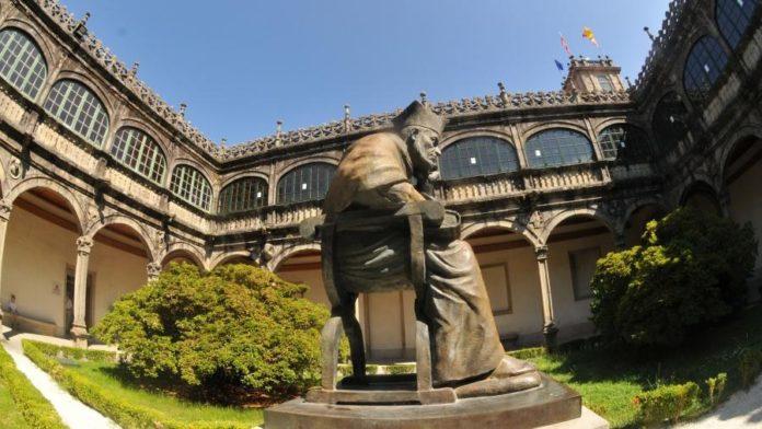 Claustro do Pazo de Fonseca, en Santiago. Foto: USC.