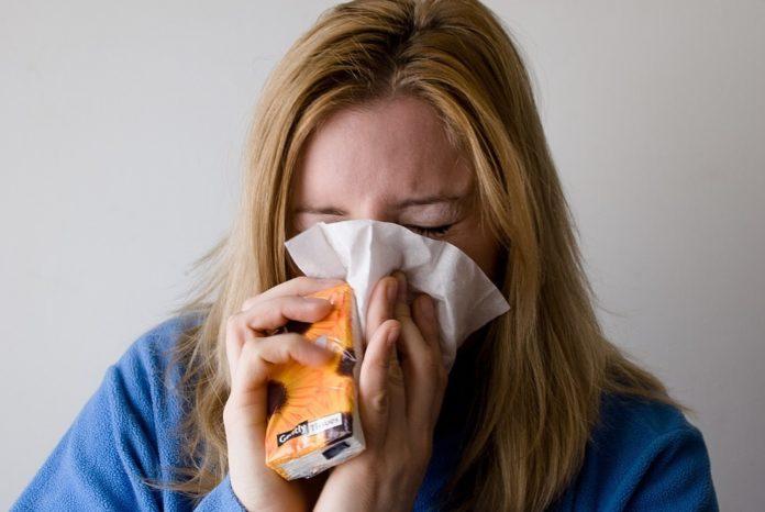 Os estudos coinciden en apuntar a posibilidade de que a exposición a algúns coronavirus 'benignos' causantes da catarreira poidan activar unhas maiores defensas fronte ao SARS-CoV-2.