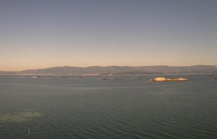 Vista da zona de Corón, na ría de Arousa, na mañá do venres. Fonte: MeteoGalicia.