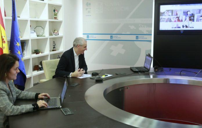 A directora da Axencia Galega de Innovación, Patricia Argerey, e o conselleiro de Economía, Emprego e Industria, Francisco Conde, mantiveron este xoves un encontro cos responsables dos oito proxectos seleccionados. Foto: xunta.gal.