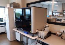Os novos dispositivos son lectores automatizados de test de anticorpos en sangue mediante a técnica ELISA.