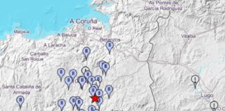 En vermello, lugar do terremoto, e en azul, lugar desde onde se informou do mesmo e a intensidade coa que se reportou. Fonte: IGN.