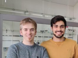 Alejandro Méndez-Ardoy (esquerda na fotografía) e Alfonso Bayón (dereita na fotografía) son os primeiros autores da publicación