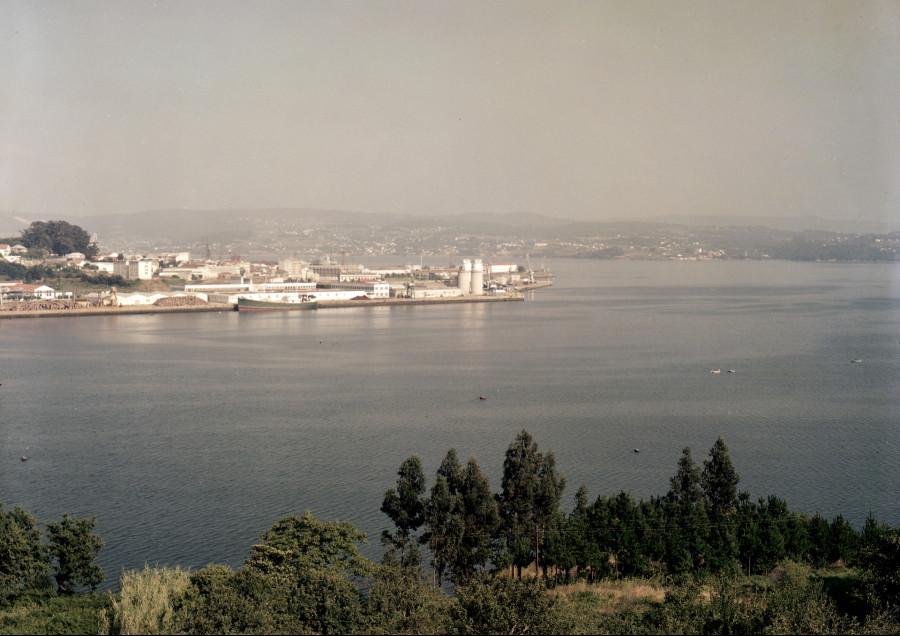 Vista da ría con Reganosa ao fondo. Ferrol.