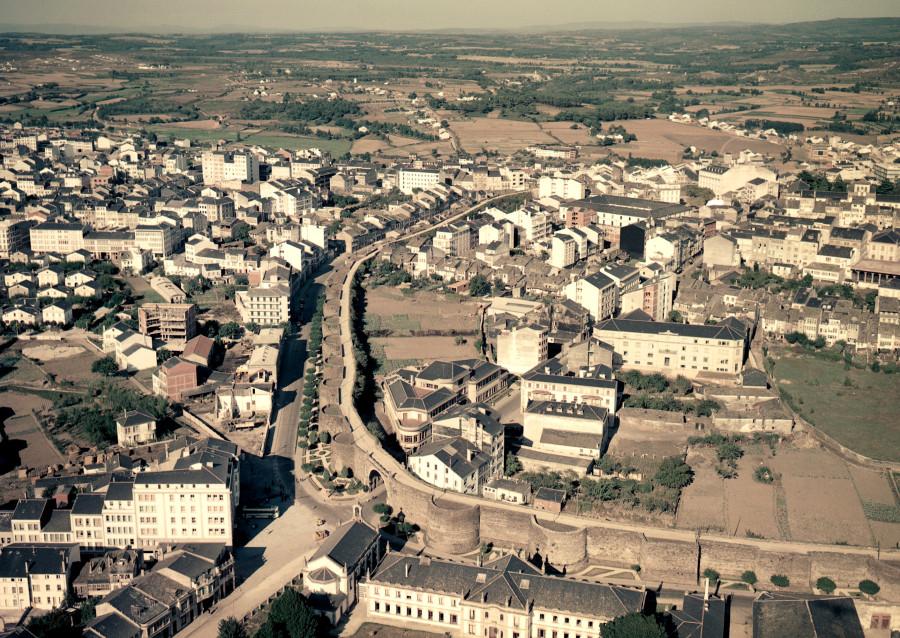 Vista aérea da muralla romana. Lugo.