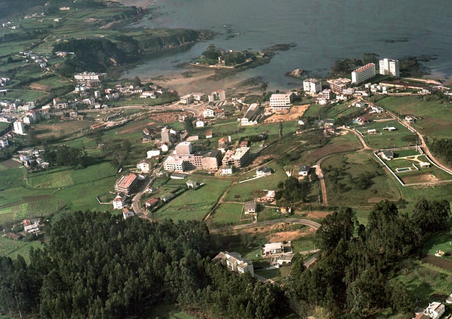Casco urbano e castelo de Santa Cruz.