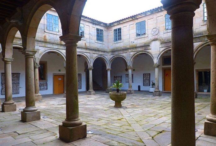O Pazo de San Roque de Santiago foi edificado para acoller aos enfermos das vagas de peste que afectaron a cidade no século XVI. Foto: Juantiagues/CC-by-SA-2.0.