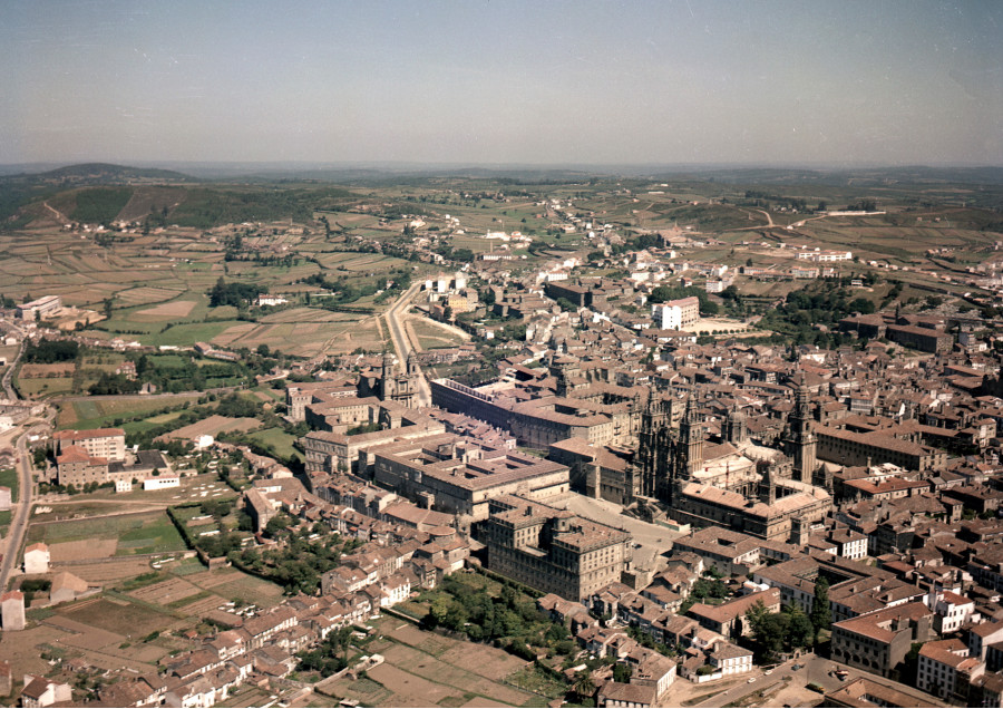 Vista do centro histórico e da zona norte da cidade. Santiago.