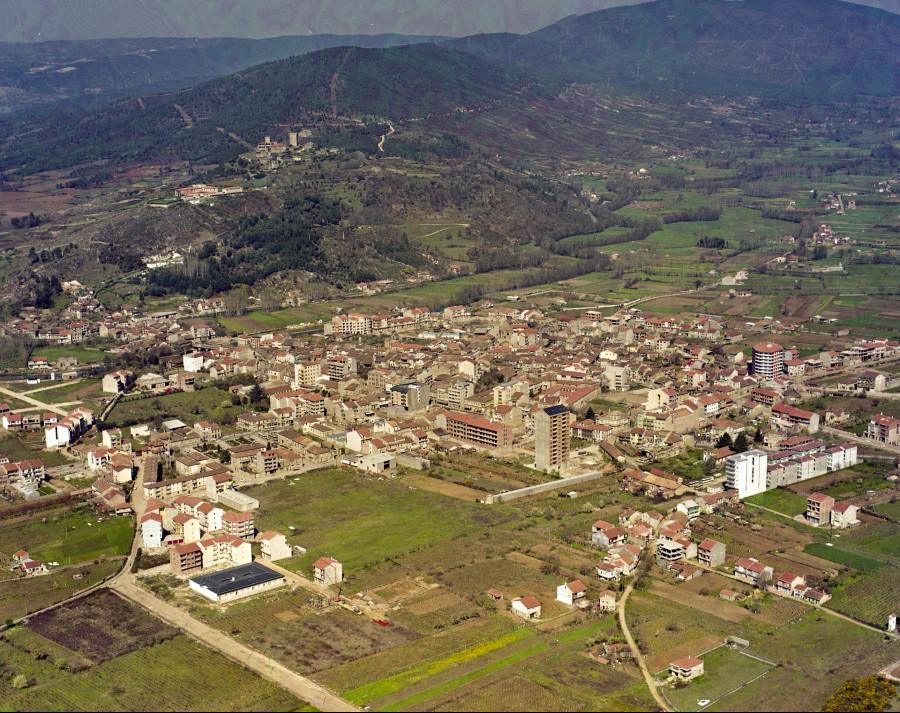 Vista aérea do porto e do núcleo urbano de Verín.