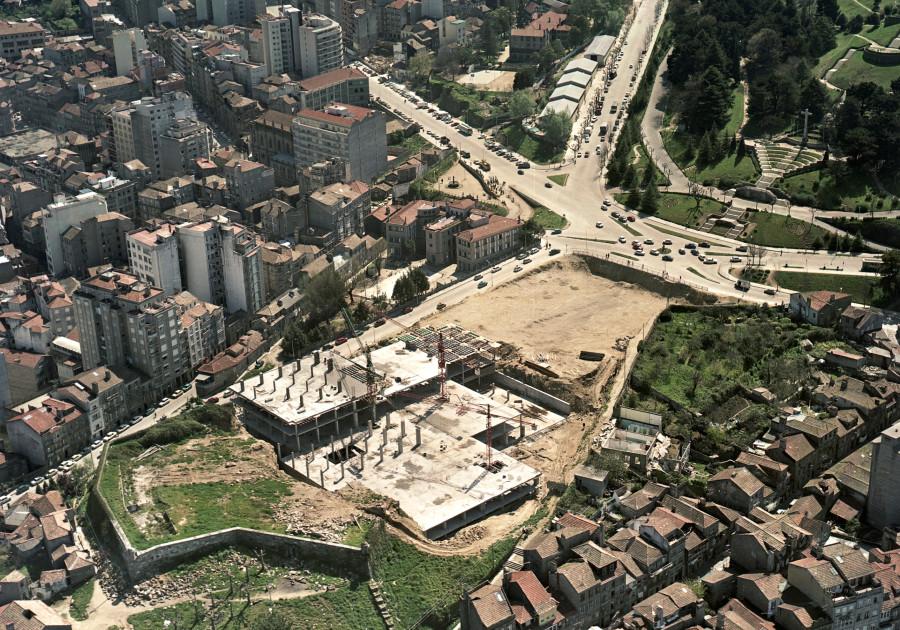 Vista aérea da cimentación e estado das obras do edifcio do concello de Vigo e da Praza do Rei.