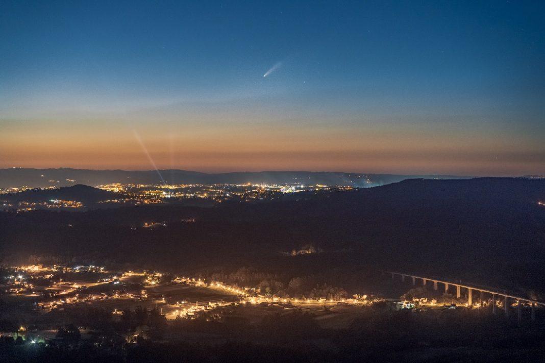 Imaxe tomada o pasado domingo ás 23.35 horas desde o Pico Sacro.