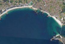 Vista aérea da enseada de Samil. Fonte: Google Street View.