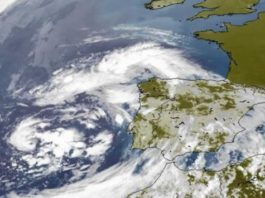 Imaxe do satélite Eumetsat na mañá do xoves, coa borrasca fronte á Península Ibérica. Fonte: MeteoGalicia.