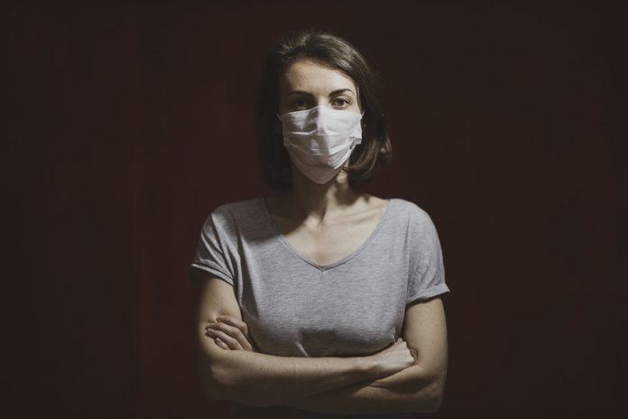 Os datos recollidos desde comezos da pandemia amosan un menor impacto na gravidade da Covid-19 no caso das mulleres. Foto: Pixabay.