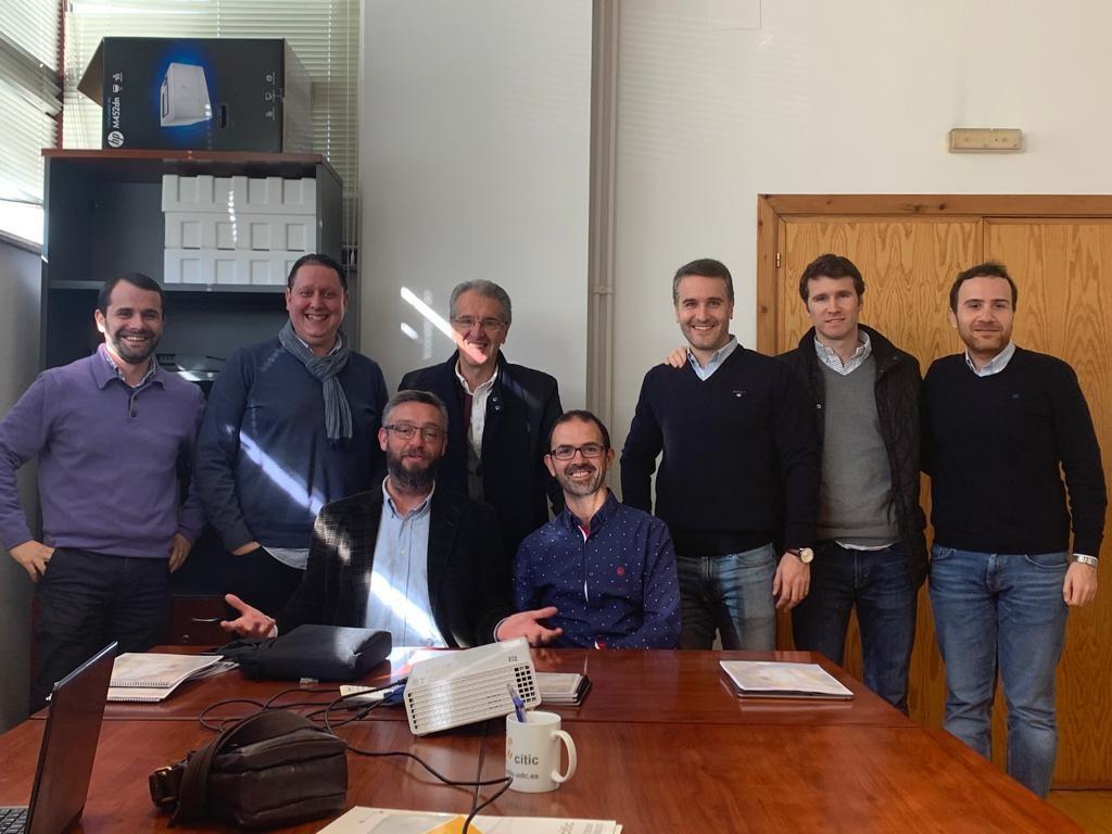 Reunión do equipo do proxecto Ocuexplorer 5G celebrada no mes de decembro, con Jorge Novo e Marcos Ortega, os dous primeiros á esquerda da fotografía. Foto: CiTIC.