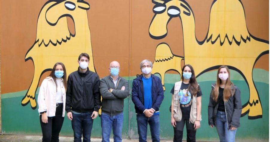De esquerda a dereita, Paula Rodríguez, Mateo Vázquez, José Luis Roi, Pablo Sánchez, Andrea Ferreiro e Irene Ortiz, nas instalacións de Marcelle Natureza. Foto: USC.