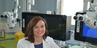 María Tomás traballa no Servizo de Microbioloxía do Chuac e é investigadora do Inibic. Foto: Inibic.