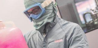 Traballo na planta de virus das instalacións de Zendal, no Porriño. Foto: Zendal.