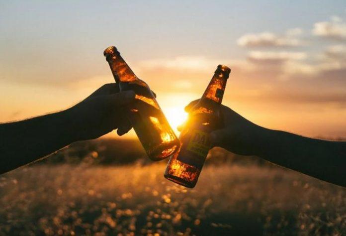 A análise expón que a única garantía de reducir o risco derivado do consumo de alcol é evitalo. Foto: Pixabay.